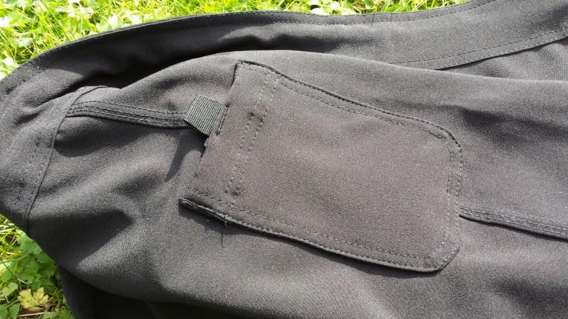 Kleine Tasche der AMRAP Trainingshose von außen