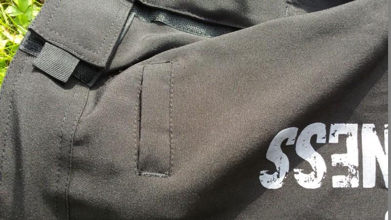 Große Tasche der AMRAP Trainingshose von außen