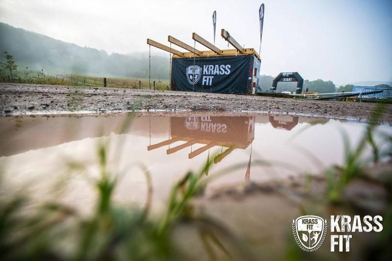 Ein Blick auf das Gelände der KrassFit Challenge in Ostwestfalen vor dem Start