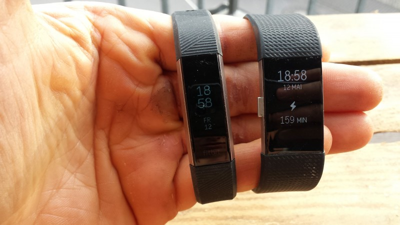 how to change display on fitbit charge 2