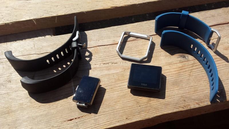 Beim Charge 2 sowie Blaze lassen sich die Armbänder wechseln