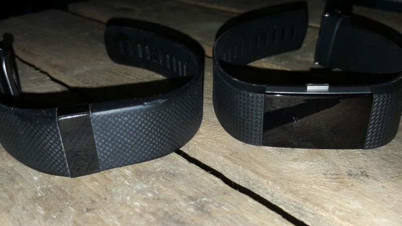 Links: Fitbit Charge HR / Rechts: Fitbit Charge 2