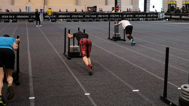 Sled Push mit 125kg beim HYROX in Essen 2019