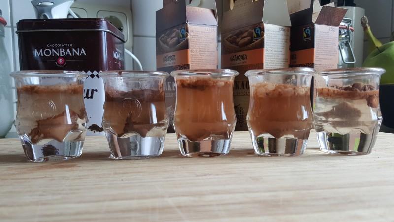 Wasserlöslichkeit nach unmittelbarer Zugabe von Wasser (Rapunzel, Monbana, Naturata (stark), Naturata (schwach), Naturata Edelkakao