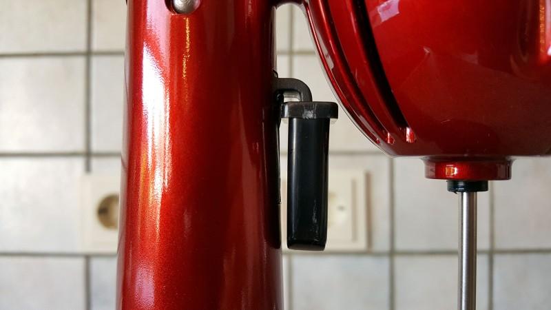 Der Schalter am van Damme kann festgeklemmt werden