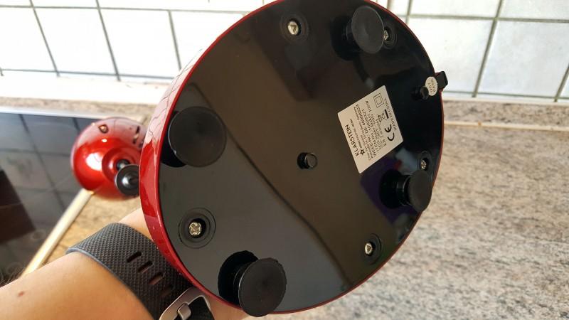 Unter dem Gerät sind Saugnäpfe angebracht