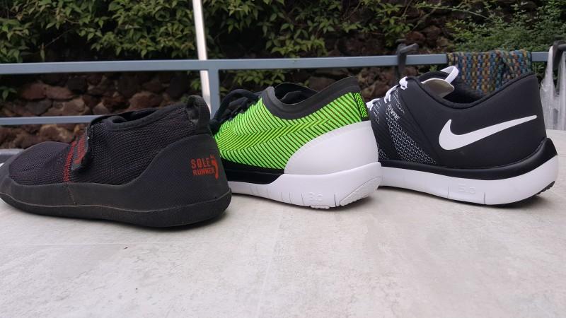 Links der Barfußschuhe ohne Sprengung, Rechts die Nike Free mit Sprengung