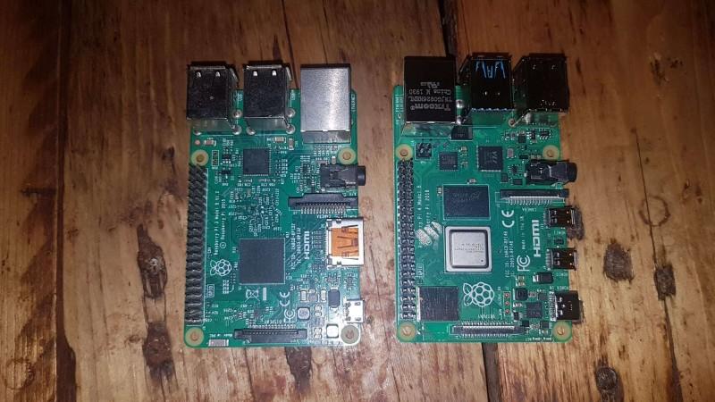 Raspberry Pi 3 et Raspberry Pi 4 d'en haut en comparaison