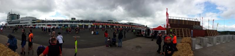 Panorama von unten über das Eventgelände vom StrongmanRun am Nürburgring 2017