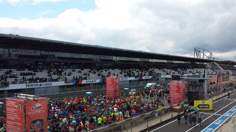 Blick auf den Startbereich beim StrongmanRun am Nürburgring 2017