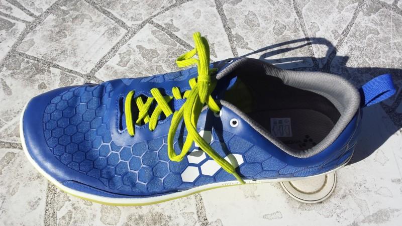 Der Evo Pure von Vivobarefoot wird mit Schnürsenkeln fixiert