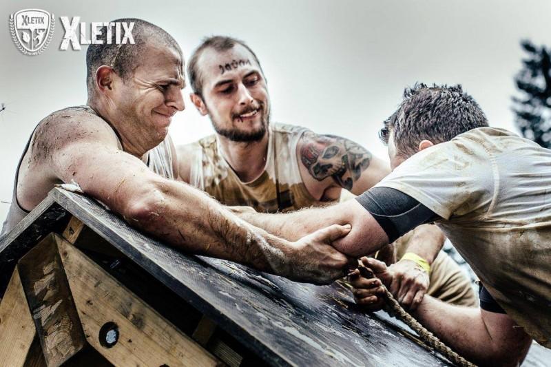 Bei der XLETIX Challenge wird der Teamgeist gefordert